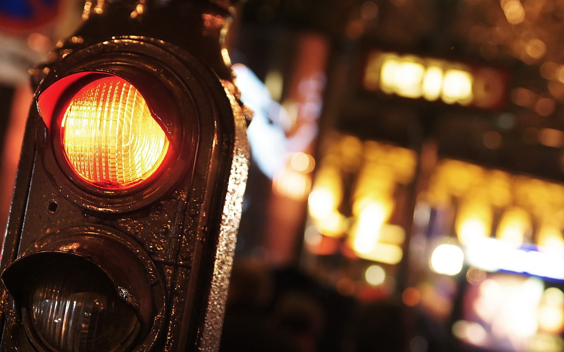 traffic-lights-night-city-close-up-photo